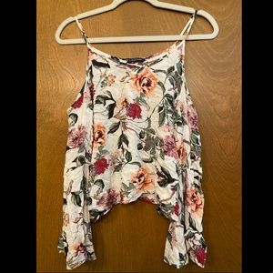 Peekaboo shoulder floral crop top